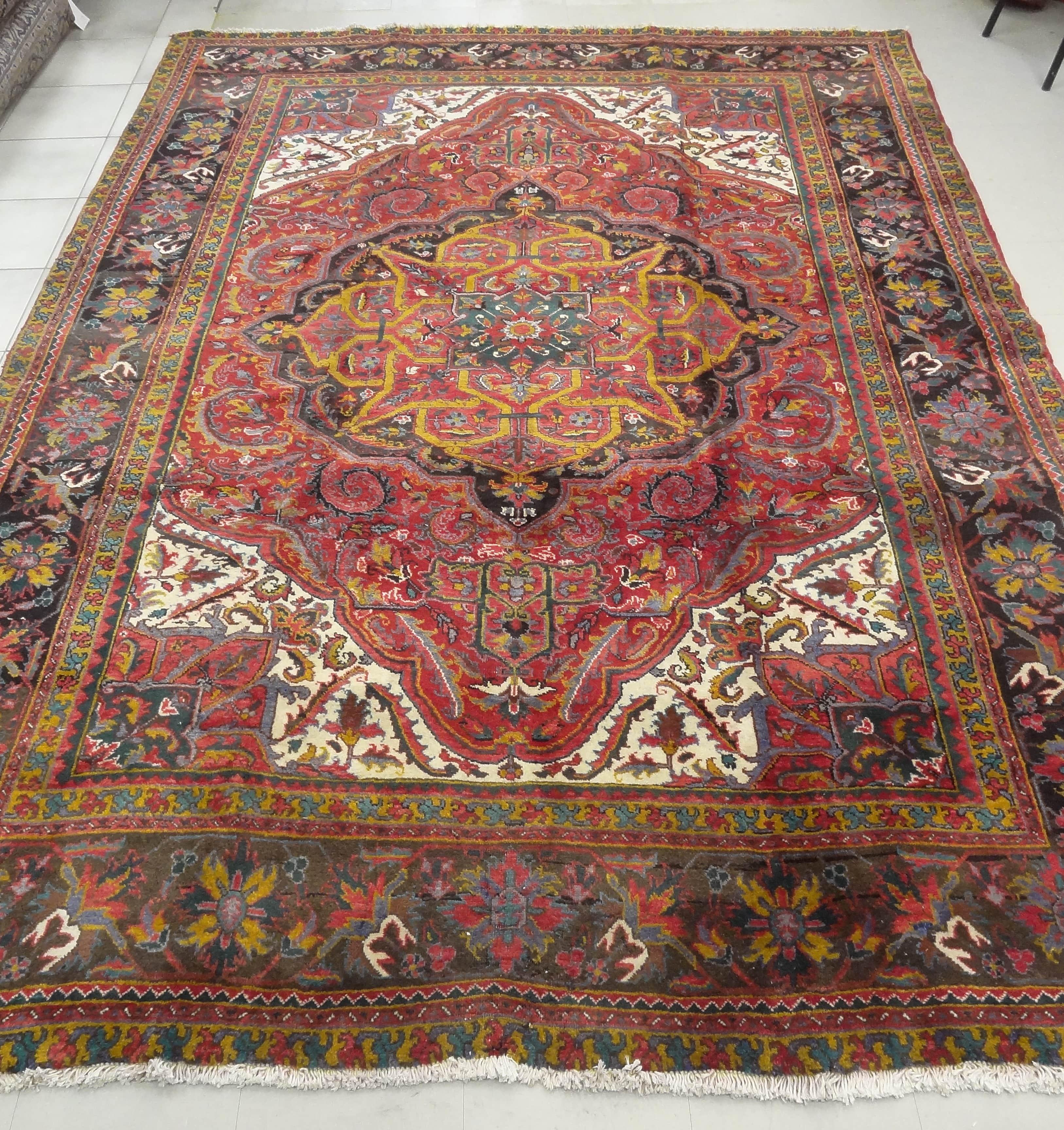 Heriz Persian Rug Heriz Persian Rug Made In Iran, This 60
